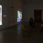Salle vidéo de l'exposition Les Nouveaux Mythes